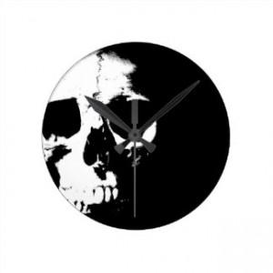 black_white_skull_round_wall_clock-r64c31355ca514943a1e227e7abbc1352_fup1s_8byvr_324