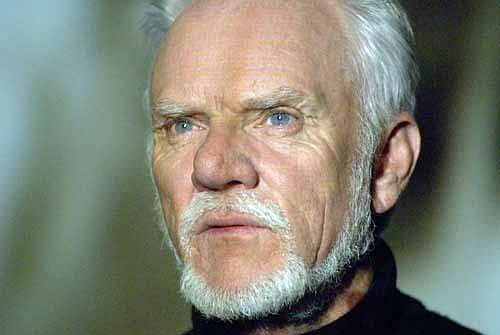Dr. Loomis 2007 played by Malcolm McDowell