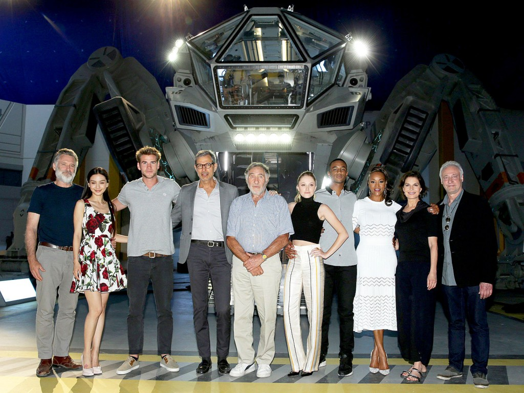 jeff-goldblum-posts-creepily-awesome-teaser-trailer-for-independence-day-resurgence-on-494805