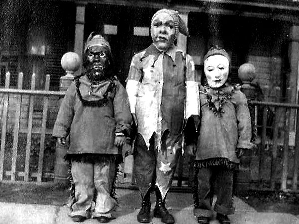 Creepy-Vintage-Halloween-Costumes-—-16