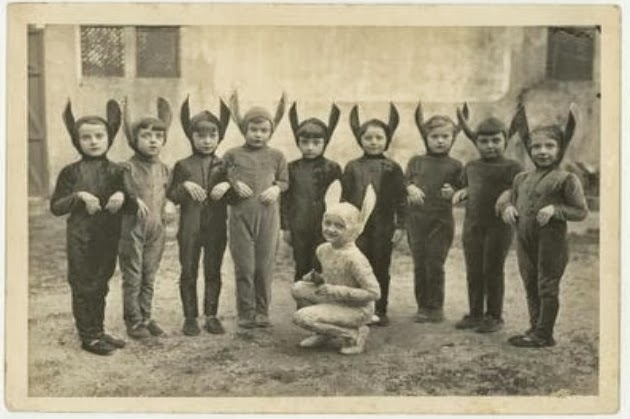 Creepy-Vintage-Halloween-Costumes-5