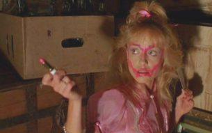 """Exclusive! Scream queen legend Linnea Quigley on her upcoming doc """"Extras""""!"""